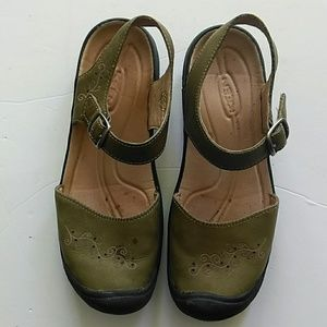 Keen women Olive Green leather Mary Jane shoes